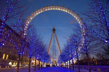 800px-London_Eye_Twilight_April_2006.jpg